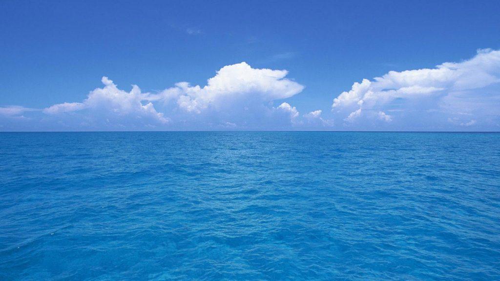 ブルーの海の写真